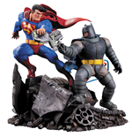 Batman The Dark Knight Returns Estatua Superman vs. Batman 28 cm